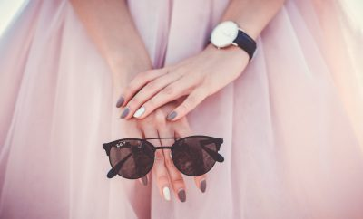 vintage horloges en houten zonnebrillen