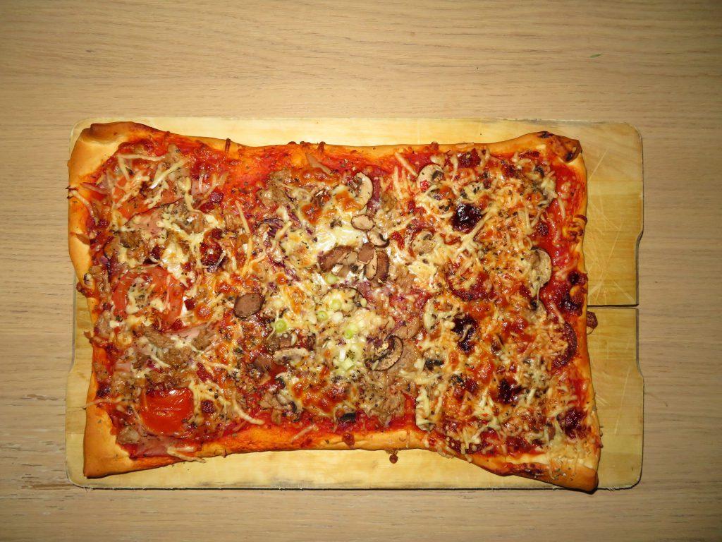 Zelfgemaakte pizza als makkelijk recept.