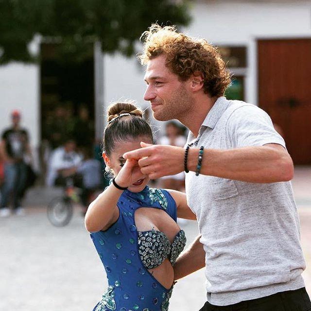 Jamie Trenité dansend tijdens Wie is de Mol? 2019.